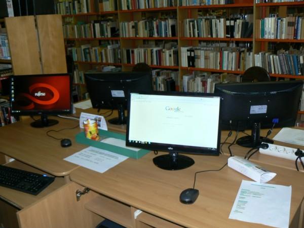 12 db új számítógép a Városi Könyvtárban