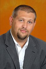 Lemond a fideszes alpolgármester, ő is külföldre mehet