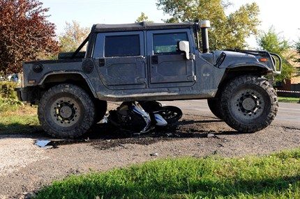 Hummer gázolt halálra egy rendőrt – video!
