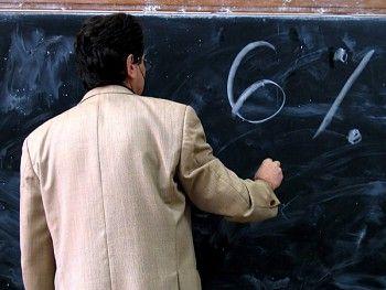 A tanárok fizetésével kezdik az újabb megszorításokat