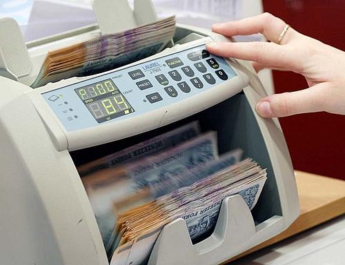 Tranzakciós illetéknyi pénz spórolható jó bankválasztással