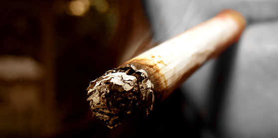 Sok fiatal még mindig gond nélkül veszi a boltban a cigarettát
