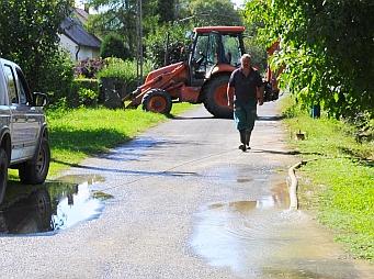 Csőtörés miatt szünetel a vízellátás
