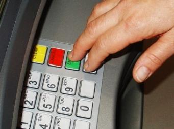Több mint száz bankkártya adatát szerezték meg hi-tech cuccokkal
