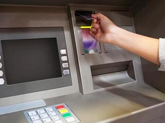 Így lehet igényelni a havi kétszeri ingyenes készpénzfelvételt – sírnak a bankok