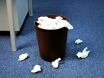 Az irodai papírhulladékok negyede bizalmas információkat tartalmaz