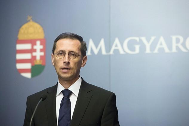 Történelmi bejelentést tett Varga Mihály: eltűnnek a devizahitelek