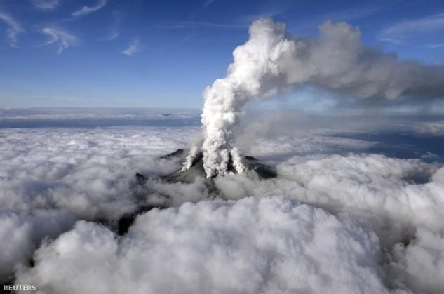 Váratlanul tört ki egy japán vulkán
