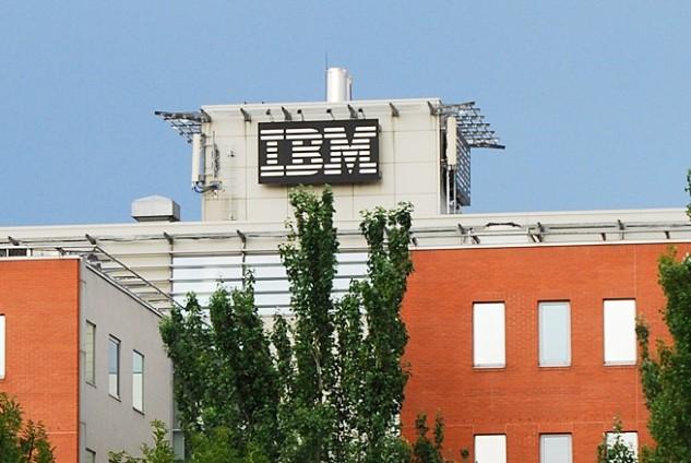 Megérkezett az IBM, Anglia bojkottálva