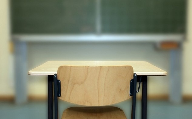 Több ezer tanár állását féltik