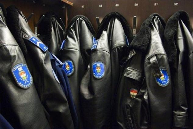 Jövőre a rendvédelmi dolgozók bérét is emelnék