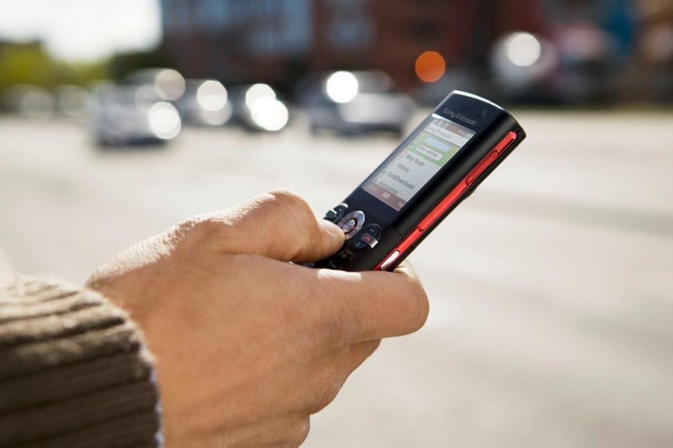 Elküldik az első SMS-t, világítani kezd a neonlámpa