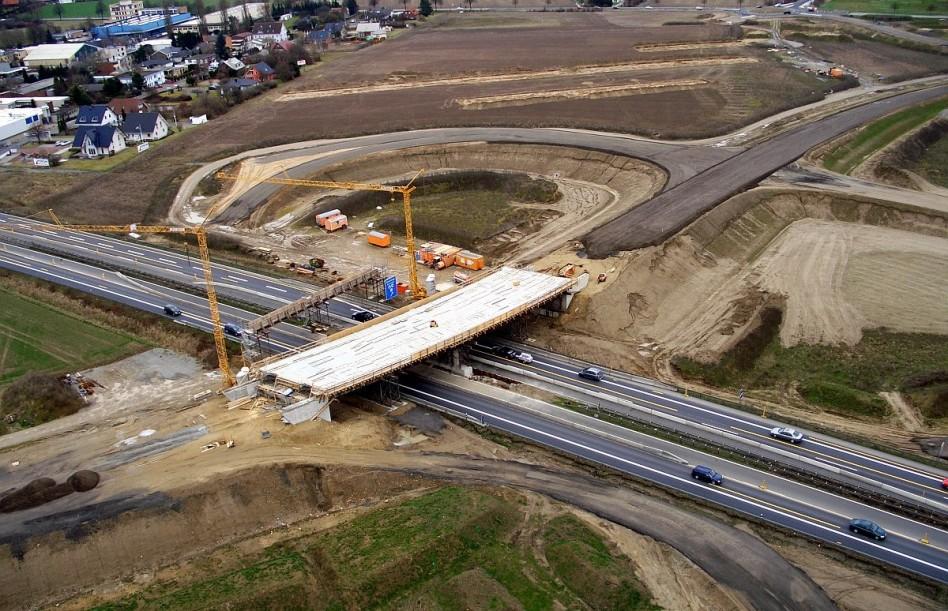 Kilencszáz kilométer autópályát építenek