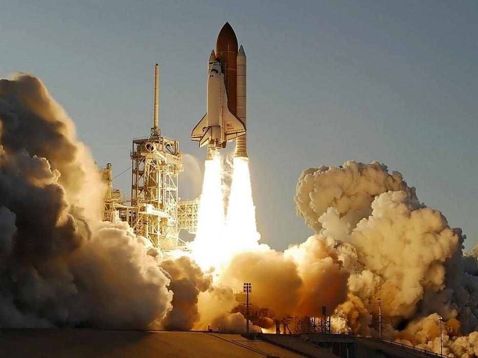 Felrobbant az űrrepülő, megjelent a Hitel