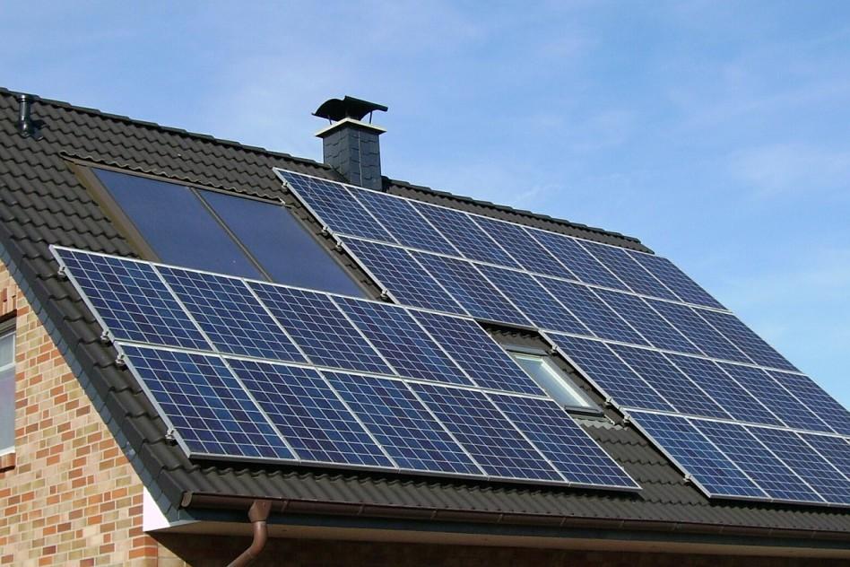 Több mint félmilliárd forintnyi napelem Tolnában