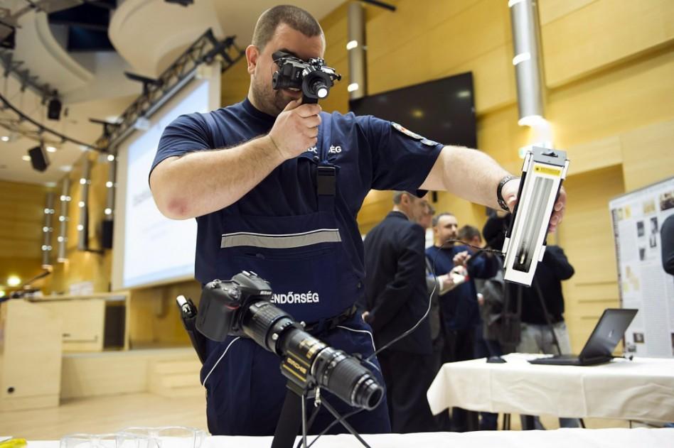 Mint a filmeken: új felszerelés a rendőrségnél