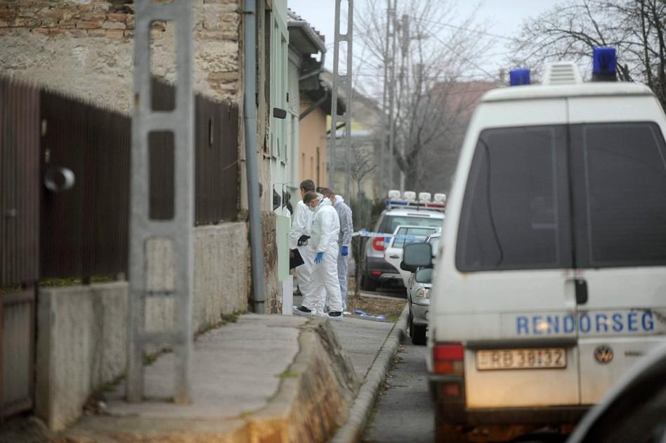 Gyilkosság: megkéseltek két NAV-ost