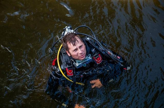 Búvárok keresik a piskói horgásztóba fulladt férfit