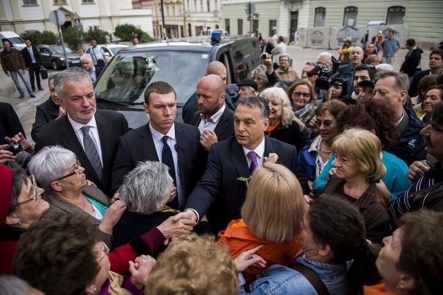Orbán: a kormány meg akarja hálálni Pécs bizalmát