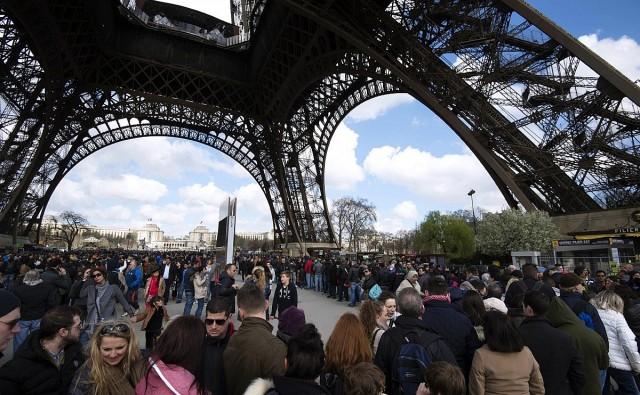 A zsebesek miatt zárt be az Eiffel-torony