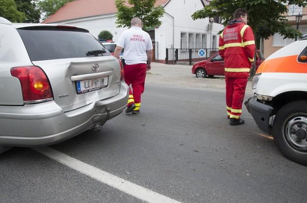 Szirénázó mentőautó ütközött Harkányban