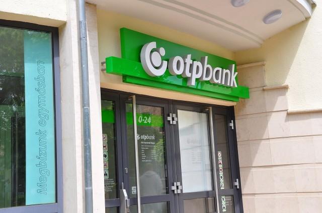 Régi helyén újult meg az OTP siklósi fiókja