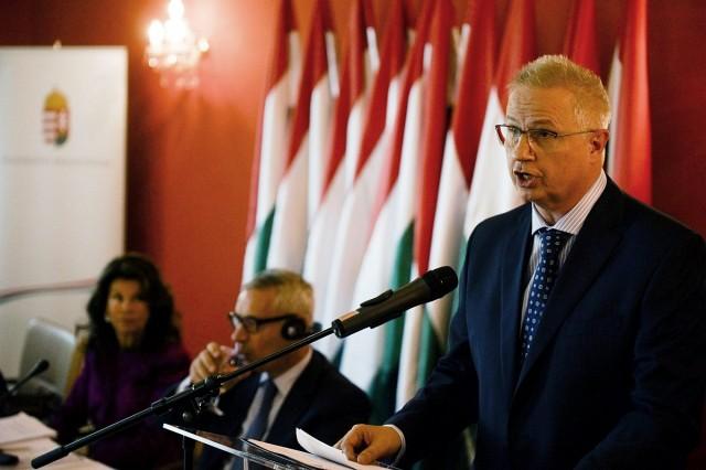 Az ellenzéki pártok a cigányozó igazságügyi miniszter távozását követelik