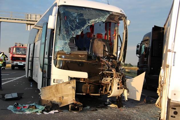 Újabb súlyos buszbaleset Baranyában – KÉPEK