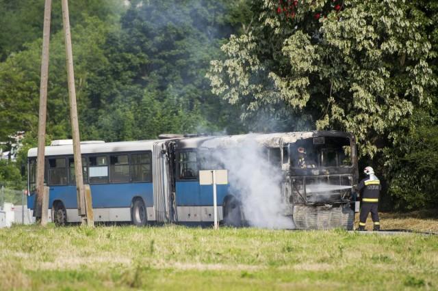 Kiégett egy csuklós busz Pécsen