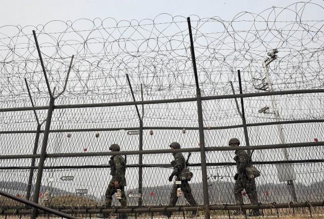 Szerb és strasbourg-i bírálatok a határzár kerítése miatt