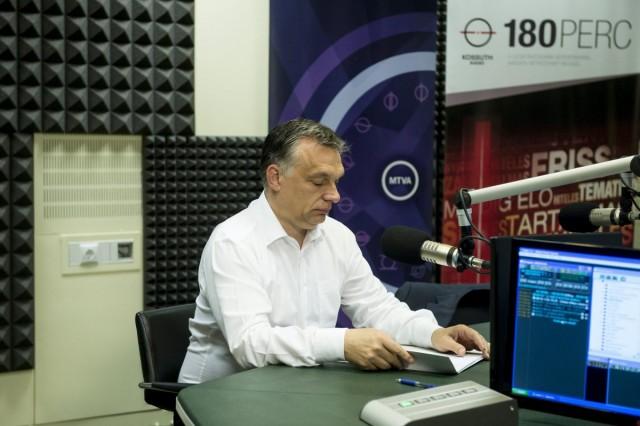 Orbán: Magyarországot el kell kerülniük a megélhetési bevándorlóknak