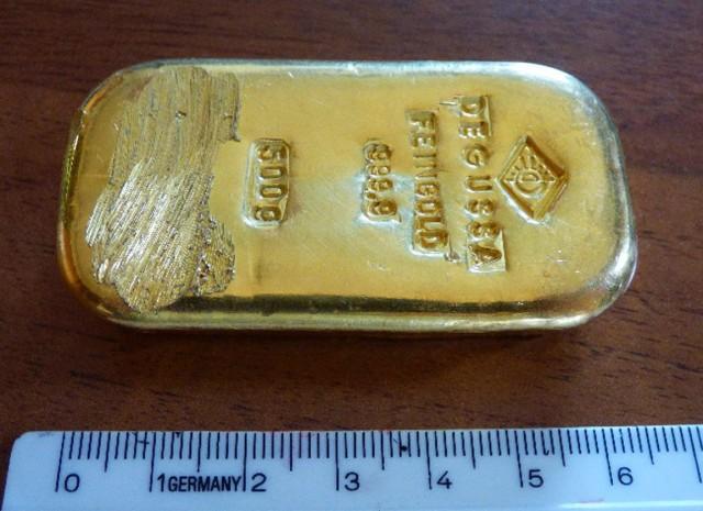 Felzúgtak a náci arany kutatói – félkilós aranyrudat talált a tóban