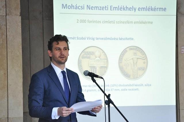 A Magyar Nemzeti Bank által kibocsátott, Mohácsi Nemzeti Emlékhely emlékérme bemutatása. Fotó: Komlós Attila