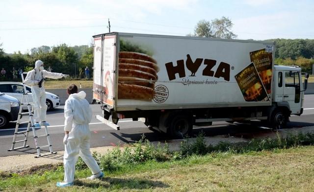 Hetvenegy holttest volt a magyar cég kamionjában