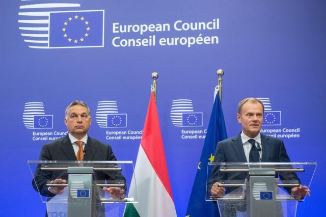 Orbán Viktor miniszterelnök és Donald Tusk, az Európai Tanács elnöke sajtótájékoztatót tart Brüsszelben szeptember 3-án. Fotó: Miniszterelnöki Sajtóiroda / Botár Gergely, MTI