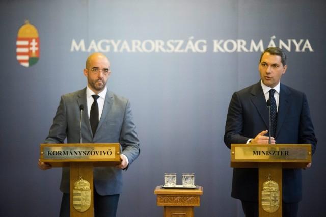 Lázár János Miniszterelnökséget vezető miniszter és Kovács Zoltán kormányszóvivő. Fotó: Balogh Zoltán, MTI