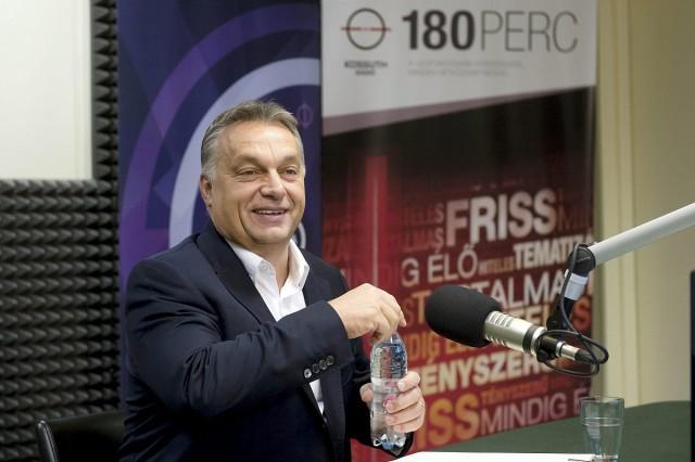 Orbán Viktor miniszterelnök a Magyar Rádió stúdiójában. Fotó: Koszticsák Szilárd, MTI