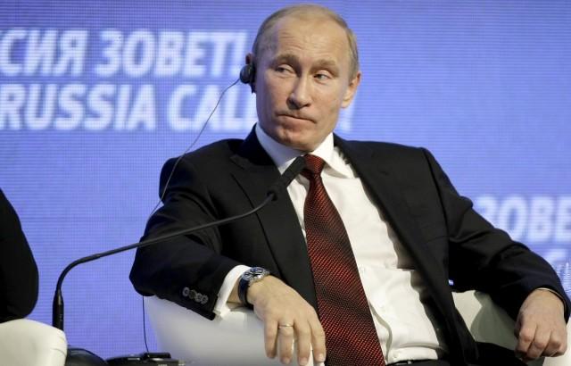 Putyint a bombáival piszkálják, ő kétszínűségről beszél