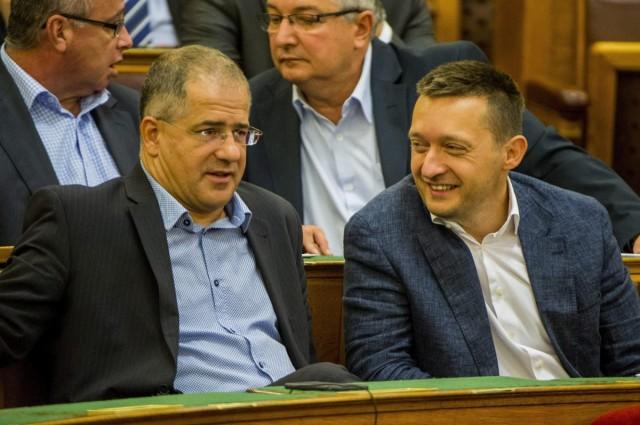 Rogán: az európai véleményklímában Orbán Viktor üdítő hang