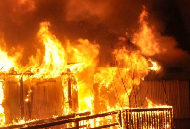 Leégett egy francia menekülttábor