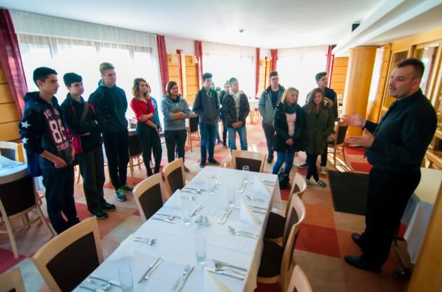 Pályaválasztás előtt álló diákok a Dráva Hotel éttermében