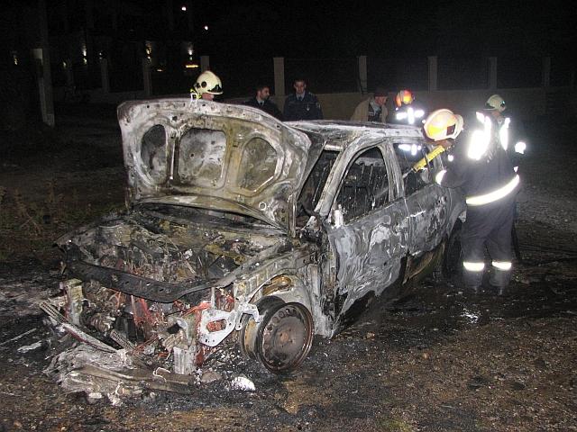 Teljesen kiégett egy autó Pécsen