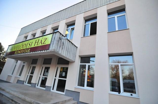 Bezár a könyvtár, megmentenék a decemberi korcsolyázás második felét