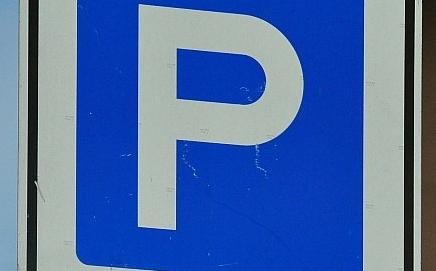 Nem kell fizetni a parkolásért