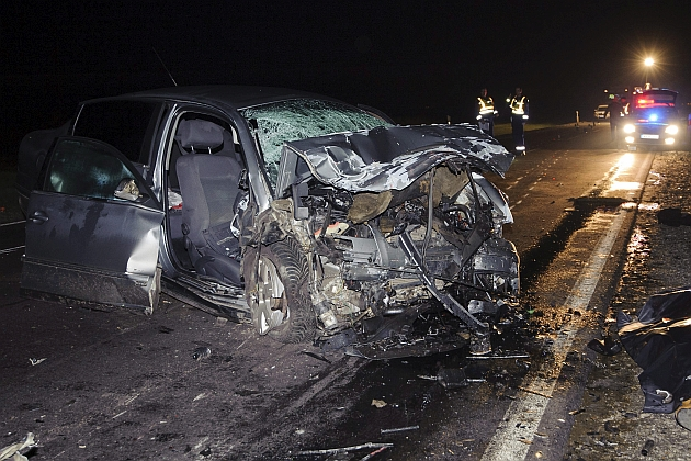 Hatan haltak meg balesetben – fotók