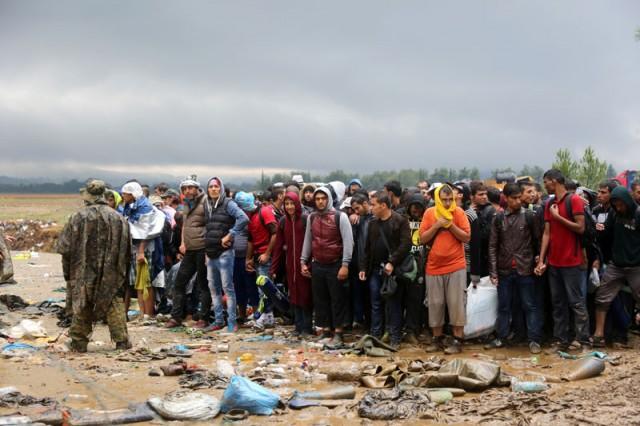 Pattanásig feszült a helyzet a macedón határon
