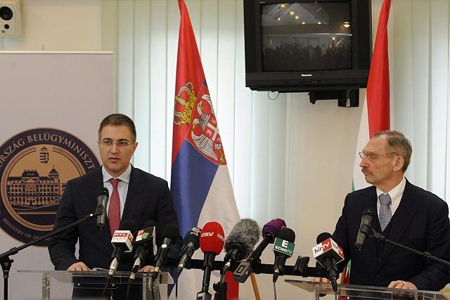 A migráció elleni közös fellépésről egyeztetett a magyar és a szerb belügyminiszter