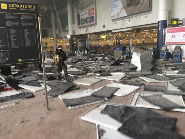 Kettős robbanás történt a brüsszeli repülőtéren