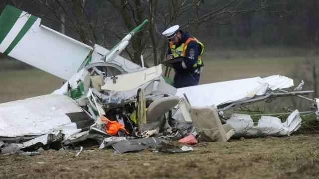 Két halott: vizsgálják, miért zuhant le a repülő
