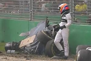 Hatalmas balesettel indult az F1 szezonja – VIDEO